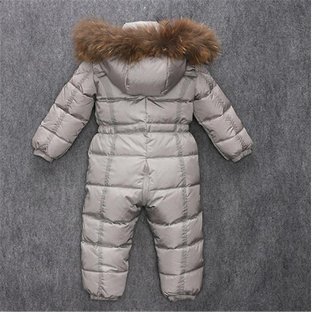 Ruso de invierno infantil del bebé monos de nieve niño pato mameluco engrosamiento warm niños buzos con capucha de piel de mapache real