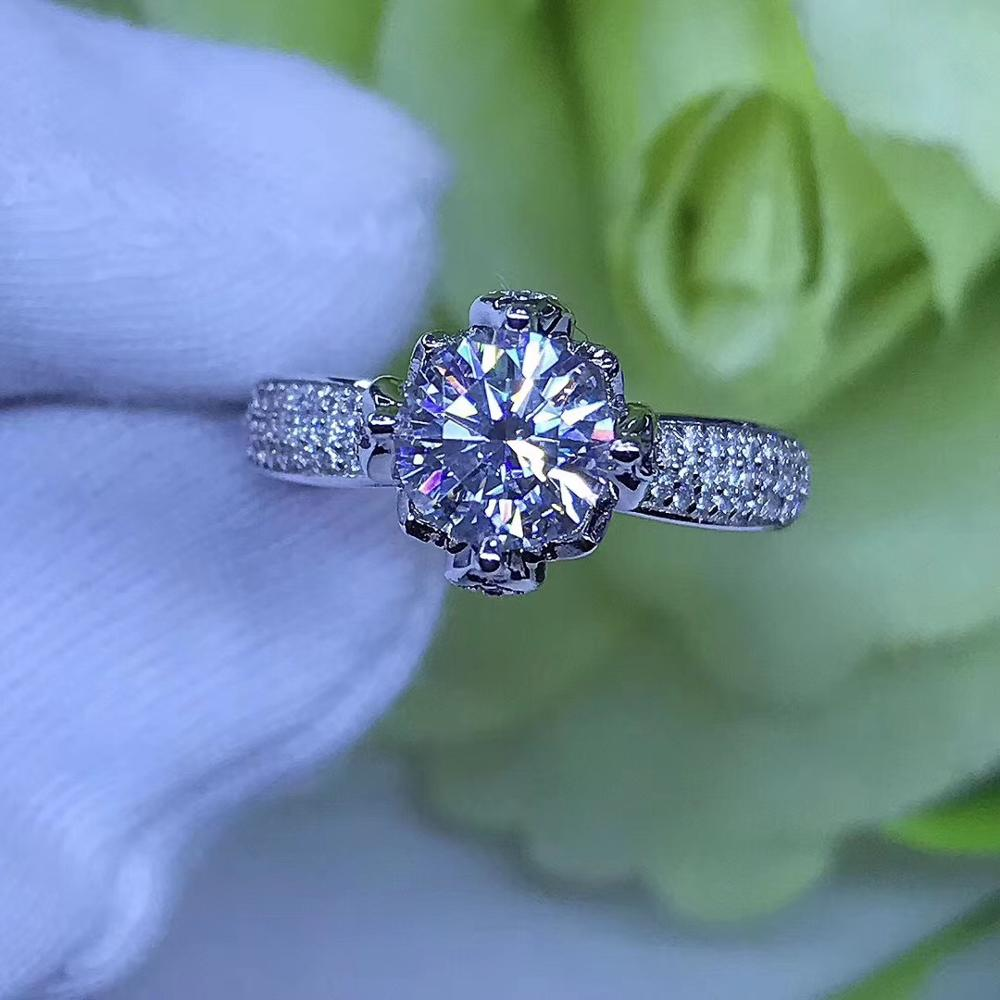 Round Silver Moissanite Ring 1ct D VVS 6.5mm Luxury Moissanite Weding Ring for WomenRound Silver Moissanite Ring 1ct D VVS 6.5mm Luxury Moissanite Weding Ring for Women