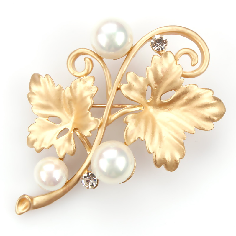 Factory Direct Sale Gold Color Plated Simulated Pearl Flower Corsage Brooch Pins Fashion Costume Jewelry for Women
