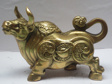 Metal crafts Home Decoration Chinese brass Carved Bull Sculpture /Metal Ox Statue