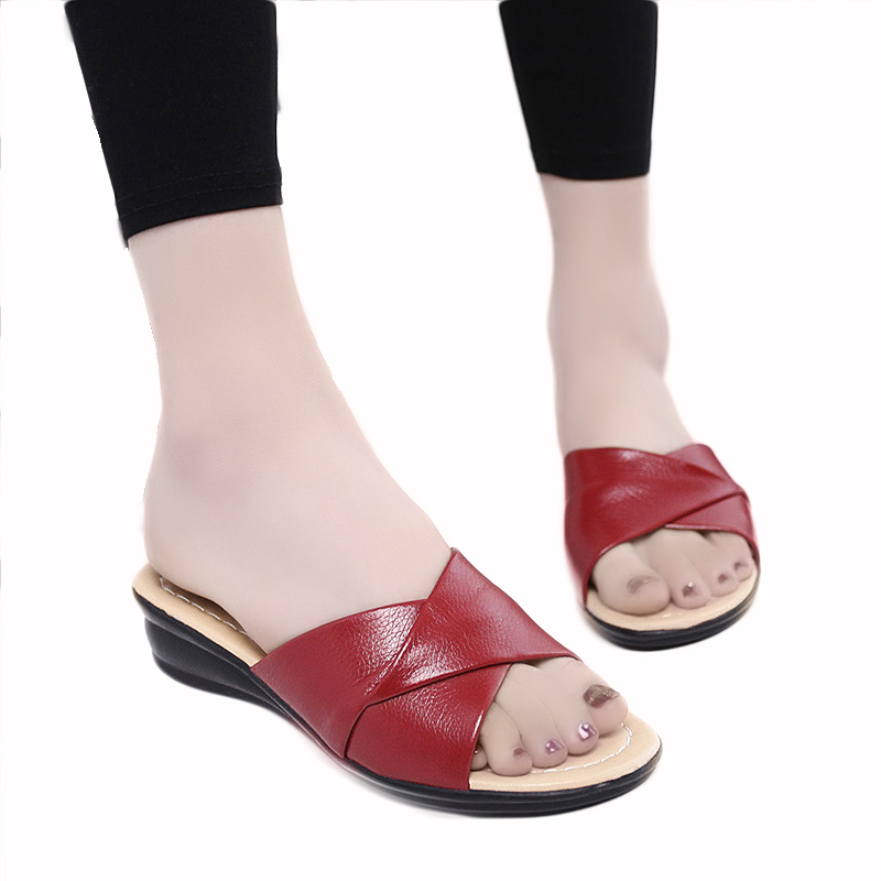 купить ZZPOHE 2017 Summer new soft bottom large size leather slippers non-slip comfortable woman cool slippers mother slippers 40 41 42 недорого