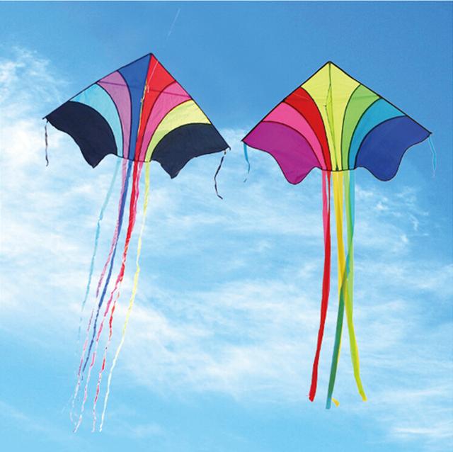 Envío de la alta calidad del vuelo a cielo del arco iris ripstop delta weifang cometas con mango línea de juguetes al aire libre precio al por mayor