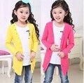 2016 весна детской одежды ребенка с длинными рукавами длинные стиль тонкий девушки кардиган свитера для детей девочек вязать свитер пальто топ