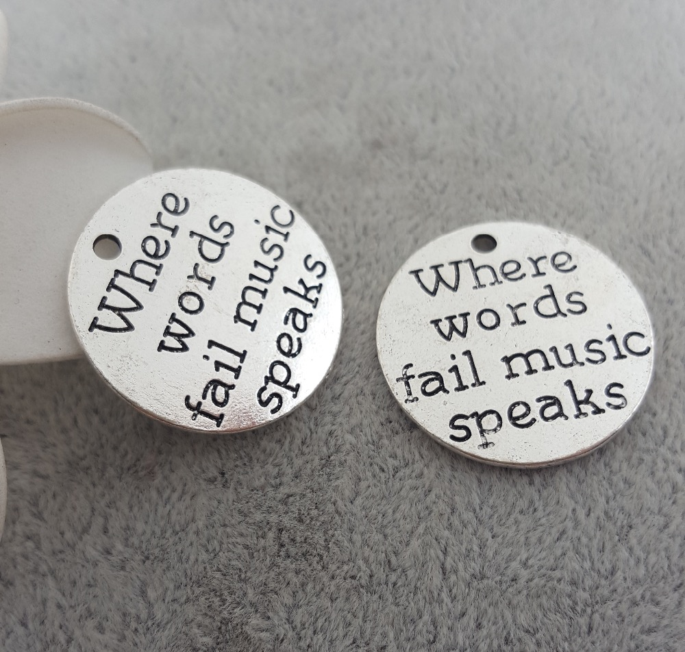 Un par de pequeño y lindo Plata Tibetana Dangly Nota Musical Clip en pendientes Nuevo.