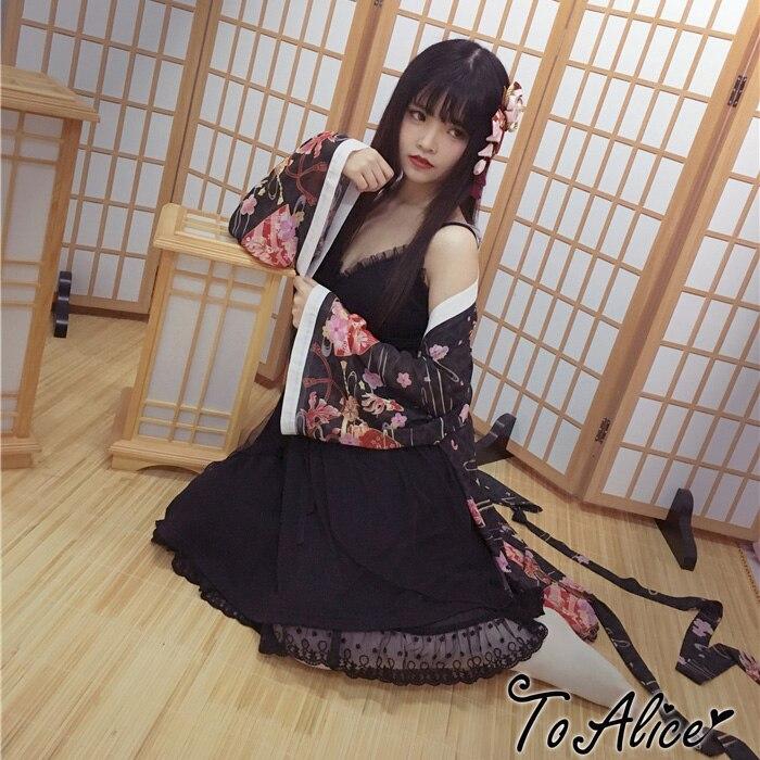 Красивая девушка в кимоно с черным поясом фото 200-294