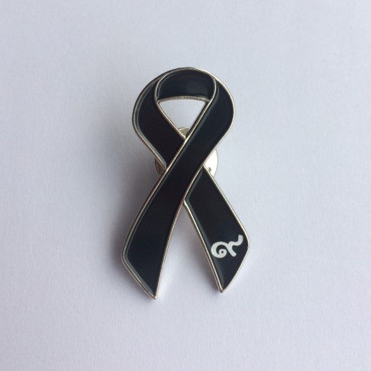 brooch Black Ribbon Remembrance// Memorial enamel lapel pin badge Funeral.
