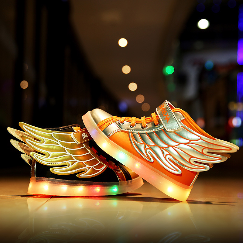 ФОТО Cool 2017 Fashion Wings Patchwork Children Sneakers Gold Black Sequined Kids Light Shoes High Top Boy Girl Luminous Led Shoes