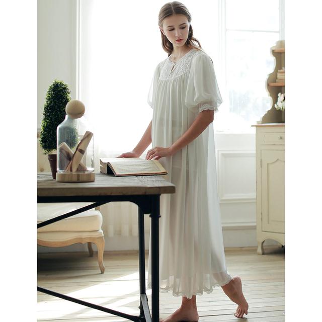 O Envio gratuito de 2017 Nova Princesa Verão das Mulheres Camisola Branca Longa Sleepwear Vindima Chiffon Pijamas roupão feminino SA16049