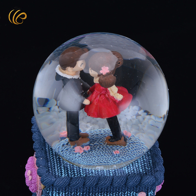 Hot Selling Creative Rotating Floating Snowflake Crystal Ball The Music Box Child Birthday Gift Lovers Best