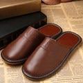De alta Calidad Zapatos de Cuero Genuinos de Los Hombres Zapatillas de Verano En Casa Zapatillas de Cuero de Grano Completo Impermeable Piso Hogar Zapato Pantufas