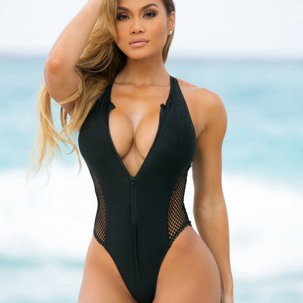 Women In Sexy Swimsuits