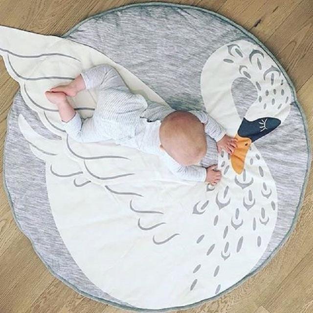 95 CM Cisne Dos Desenhos Animados de Algodão Cobertor Do Bebê Swaddle Me Rastejando Pad Jogos Cobertor Rodada Tapete Decoração do Quarto Da Cama das Crianças