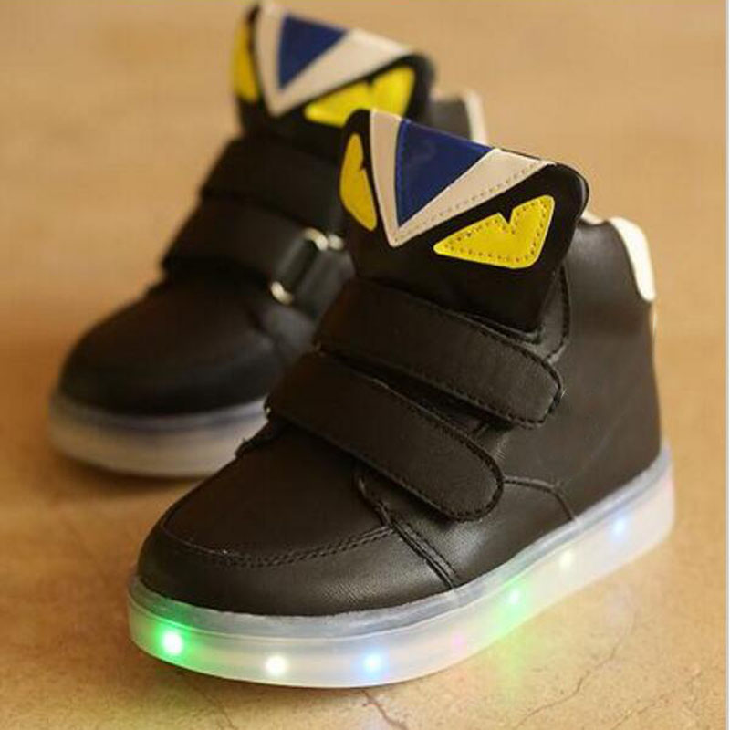 2017 fashion cartoon design cool glowing baby casual shoes Cute cool baby boots for boys girls hot sale LED sneakers baby boots
