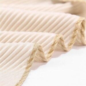 Image 2 - 10 ピース/ロットしわ Hijabs ショールラメイスラム教徒ターバンビスコースきらめきスカーフイスラムメタリックヘッドスカーフ女性のスカーフマフラー