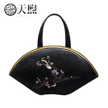 Pmsix original design Chinese wind carved handbag 2017 new fashion leather Messenger bag Fashion embossed handbags