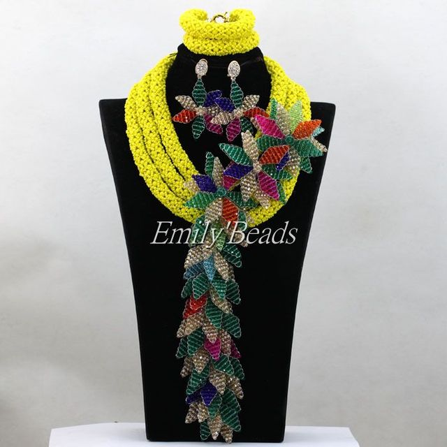 Handmade Braid Jóias de Contas Nigeriano Colares Conjuntos de Flores Broche  ALJ085 Nigeriano Casamento Africano Conjuntos 074174e51060f