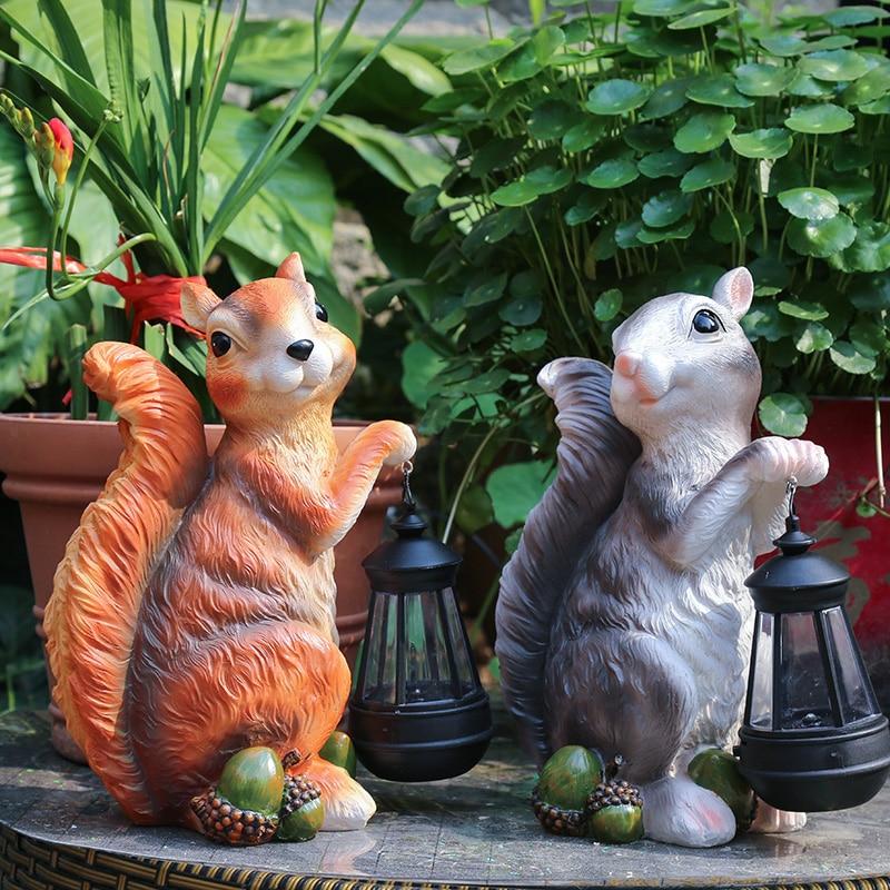 Garden Decor Courtyard Squirrel Holding A Solar Lantern Lamps Garden Park Outdoor Landscape Sculpture Resin Animal Sculpture