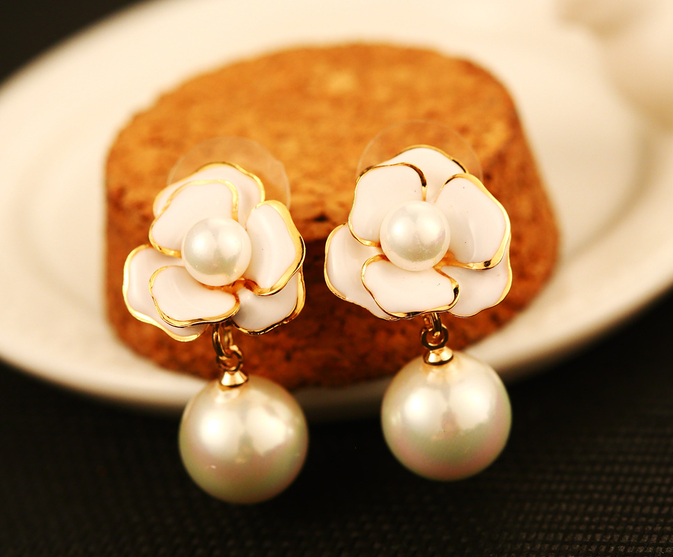 Detail Feedback Questions about White Camellia Flower Stud Earrings  simulated Pearls C boucle d oreille femme pendante Chic Jewelry on  Aliexpress.com ... e9815bab0f41