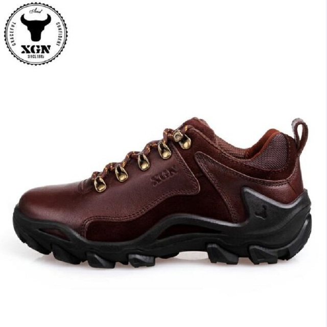 XGN Outdoor Climbing Shoes Adult Men Waterproof Breathable Non-slip Wearable Hiking Shoes Spring Male Travel Cowhide Shoes
