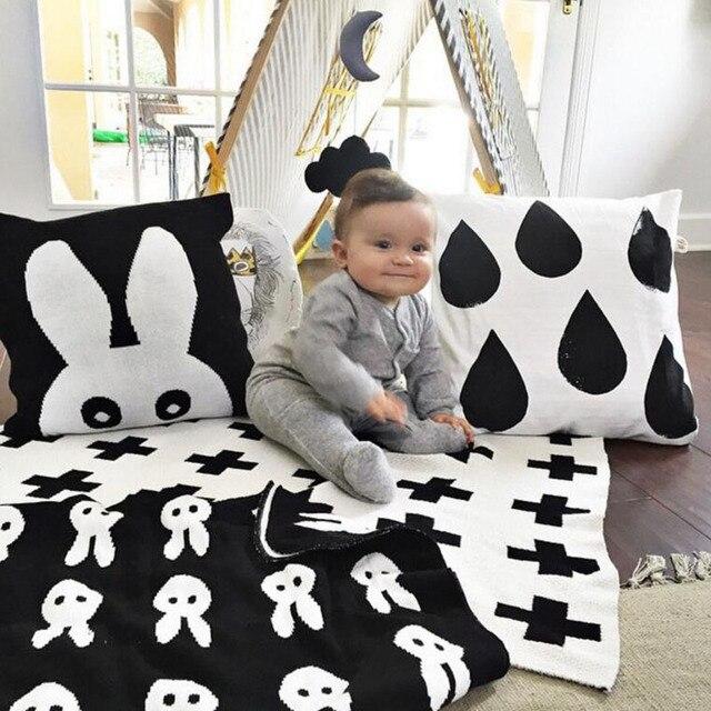 Brand New Baby Blanket Black White Cute Rabbit  Cross Knitted Plaid  Sofa  Crib Pram Cot Bed Bath Towels Play Mat Gift 70*100cm