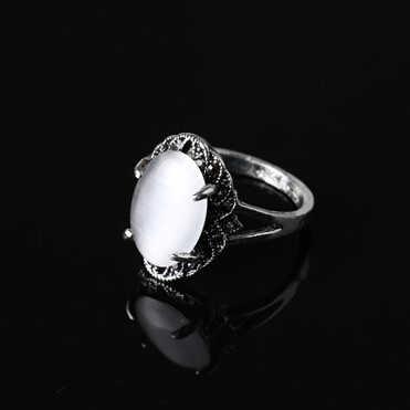 จัดส่งฟรีแฟชั่น Vintage เครื่องประดับโบราณ Retro สีขาวรูปไข่หินธรรมชาติโอปอลแหวนของขวัญขายส่ง
