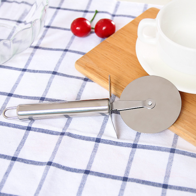 Kitchen Gadgets Stainless Steel Cutter Pizza Knife Kitchen Accessories Pies Waffles Dough Cookies Pizza Wheels Scissors Ideal.Q