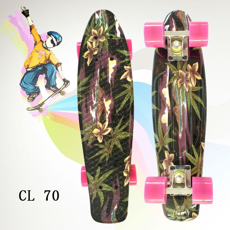 Nouveau Mini planche à roulettes complète de 22 pouces pour fille et garçon pour profiter du skateboard avec ce Mini planche à roulettes