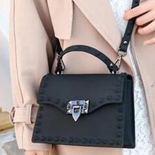 Сумки для женщин, одноцветная модная сумка-мессенджер с клапаном, женская сумка на плечо с заклепками, маленькие Большие женские сумки, высококачественные женские сумки# YL5