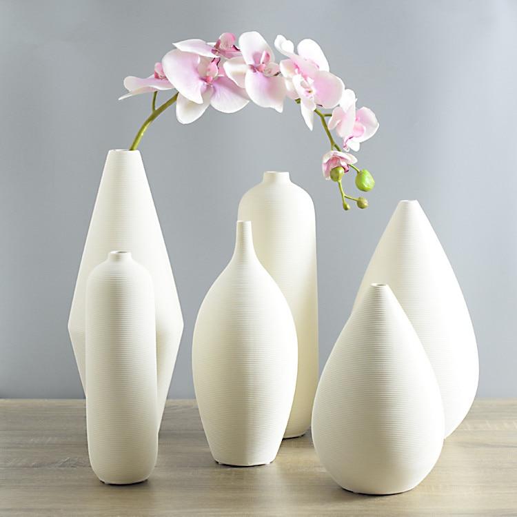 Image gallery modern pottery for Vase de decoration interieur