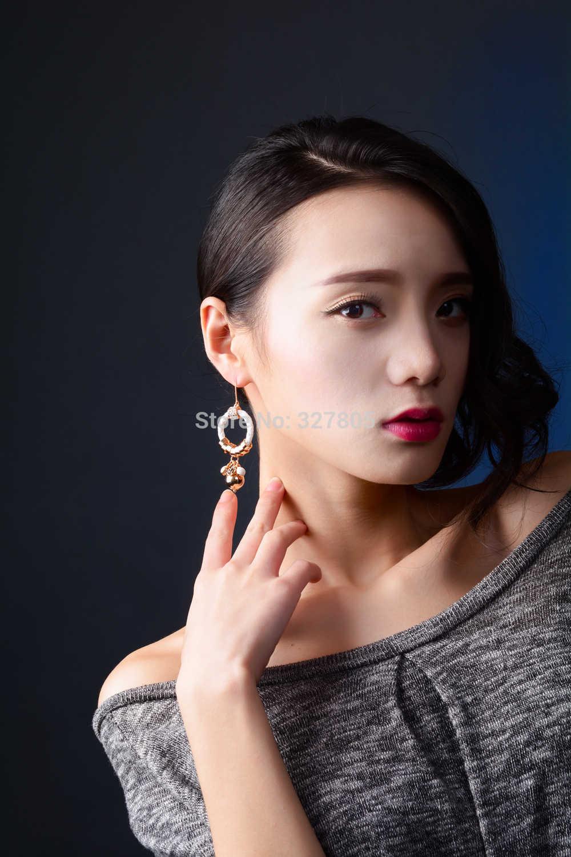 Büyük tasfiye satışı uzun Dangle küpe kanca asılı top boncuk daire beyaz deri el yapımı kadın mücevherat 2019 Brincos