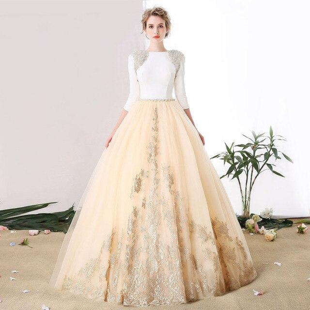 Vestido de novia, larga cola de la novia hasta el suelo con una ...
