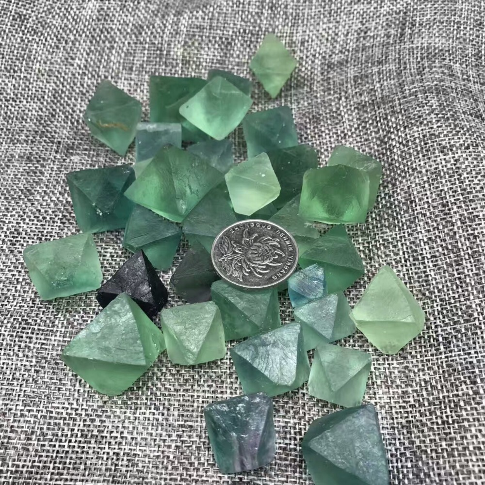 Wholesale Natural Eight Sides Fluorite Crystal Rough Stone Rock Mineral Specimen Planting Aquarium Fish Tank Decor Stone Crafts
