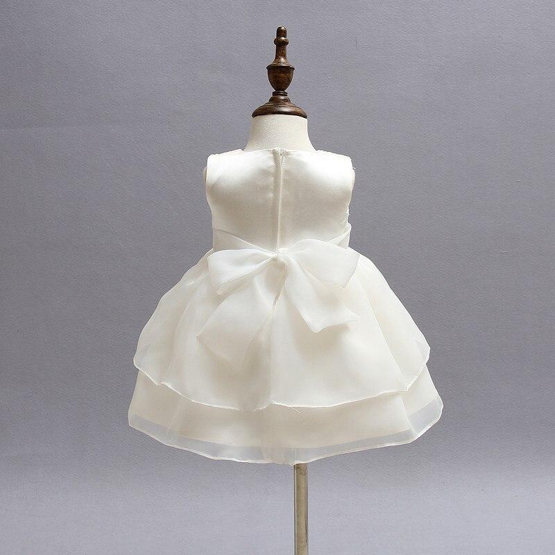Vendimia del cordón del vestido de boda del desfile de la muchacha ...