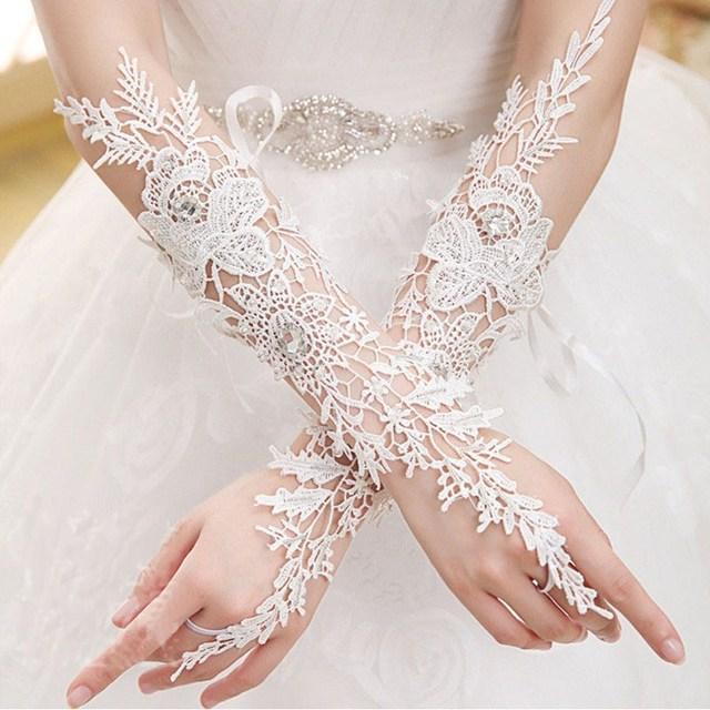 Lindo Elbow Comprimento Luvas Sem Dedos Casamento Branco Marfim Apliques Acessórios Do Casamento Do Laço Luvas De Noiva Em Estoque 2017