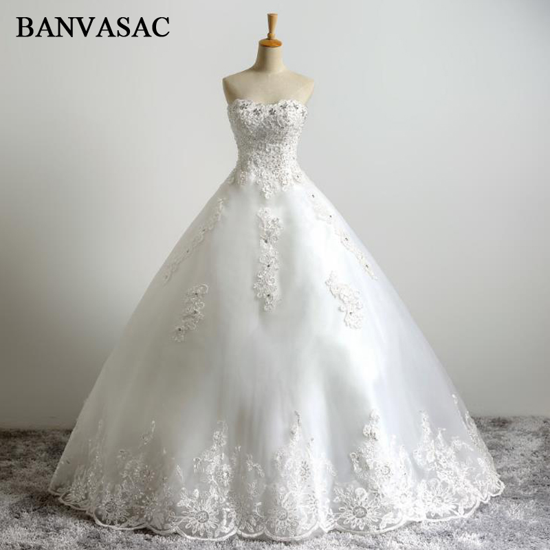 BANVASAC 2017 Baru Elegan Bordir Strapless Wedding Dresses Tanpa Lengan Kristal Satin Lace Bridal Ball Gowns