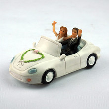 Elegant Wedding Car Bride and Groom Toppers Couple Figurine Wedding Funny Cake Topper for Wedding Cake Decoration