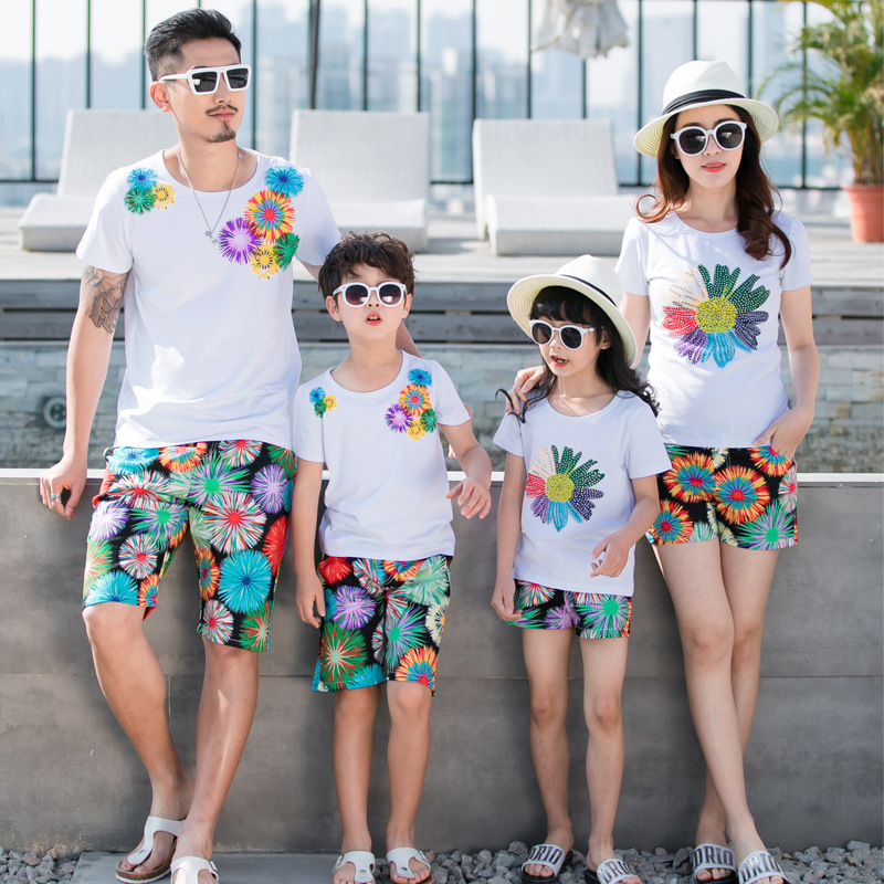 Mother Father Daughter Son Matching Clothes Sets Summer Beach Family T-shirts + Shorts 2pcs For Dad Son And Mom And Girls 2017 summer girls sets clothes short sleeve chiffon baby girls sets for kids big girls t shirts and stripe shorts children suits