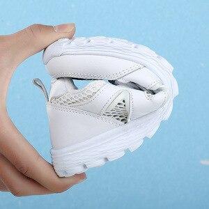 Image 3 - 2019 جديد بنات أحذية رياضية تشغيل حذاء رياضة للأطفال شبكة لينة الراحة الفتيان تنفس أحذية رياضية طالب المدرسة حذاء أبيض