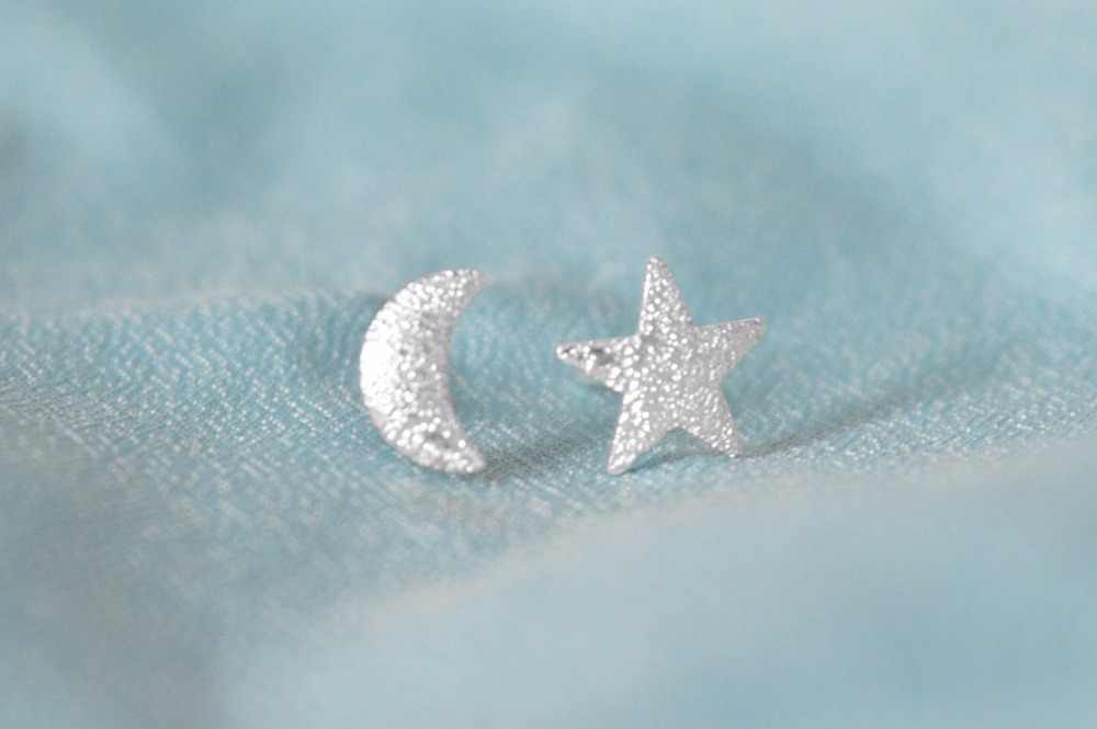 CHENGXUN 1 paire contracté étoile lune boucle d'oreille goujon mode asymétrique femmes bijoux boucles d'oreilles simples décontracté
