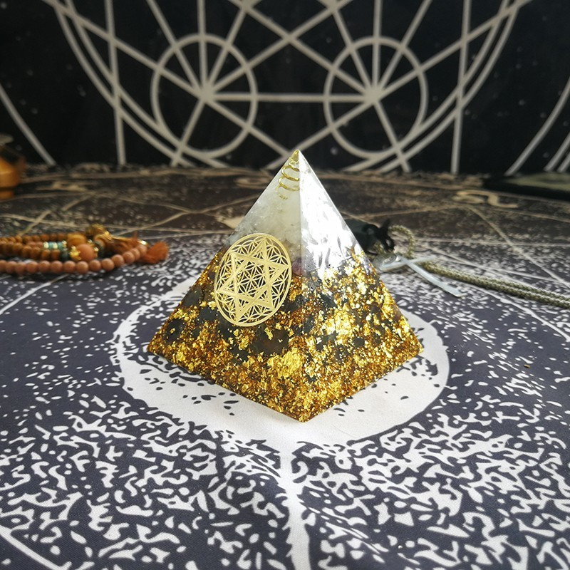 AURAREIKI Orgonite Pyramid Sahasrara Chakra Jeremiel Enhances Wisdom Natural Amethyst White Crystal Resin Pyramid Jewelry Crafts