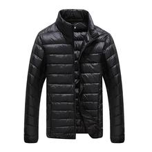 Plus rozmiar ultra weightlight cienkie termiczne biały kurtka z puchem gęsim mężczyźni płaszcz puchowy odzież wierzchnia duży rozmiar M-6XL 2016 jesień zima tanie tanio W dół i parki Konwencjonalne REGULAR cockscomb Biały puch gęsi zipper Suknem Stojak Stałe Draped Zamki COTTON Na co dzień