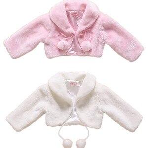 Image 1 - ดอกไม้ใหม่หญิงเสื้อแจ็คเก็ตเด็ก Warm Faux Fur Party งานแต่งงานเจ้าสาวเสื้อชุดราตรี Bolero เด็กฤดูใบไม้ร่วงที่อบอุ่นฤดูหนาว Shrug Drop การจัดส่ง