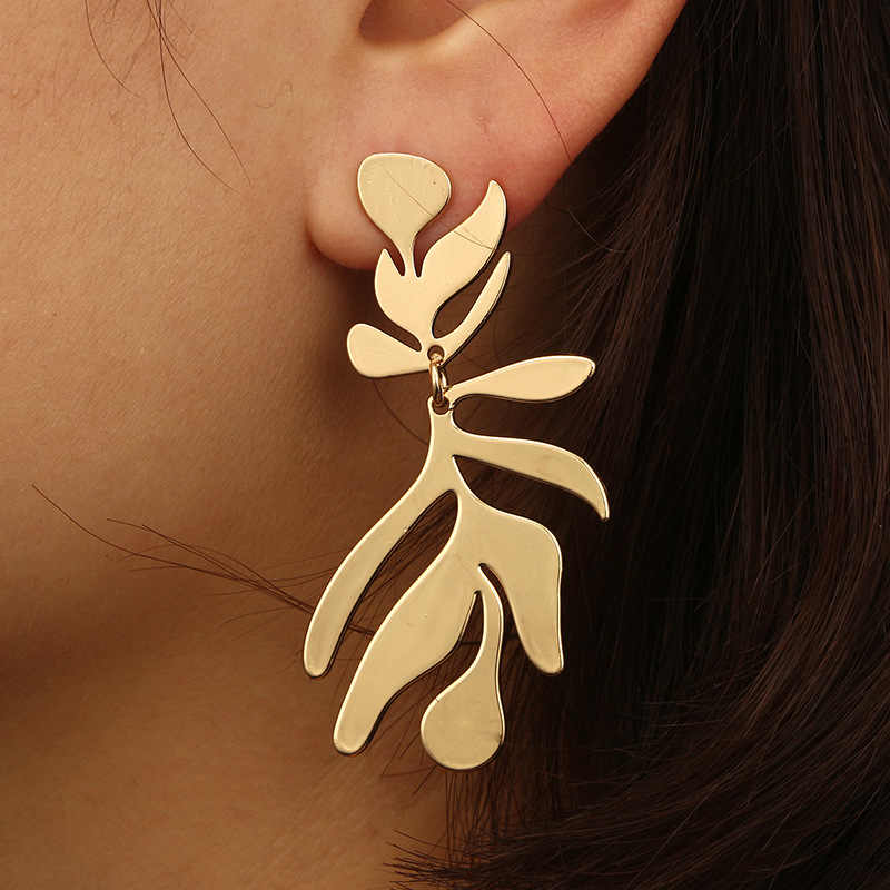 ES257 New Fashion Geometric Irregular Leaf Earrings Exaggerated Retro Metal Leaf Long Earrings Punk Nightclub Maple Earring Gift