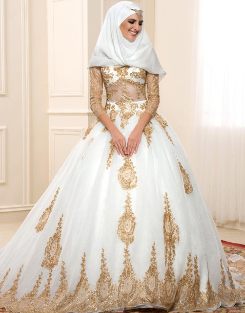 Middle East Gold Elegant Ball Gown Wedding Dress 2017 Lace Sweetheart Three  Quarter Sleeves Charming vestido c40773ee44b8