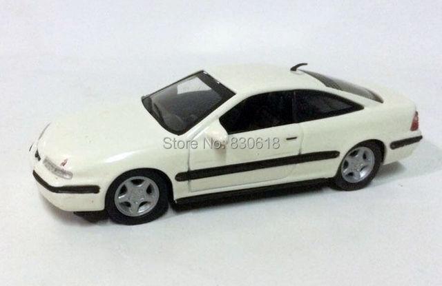 Новый - Delprado 1/43 1995 opel calibra - масштаб 1/43 литья под давлением модели автомобиля - белый