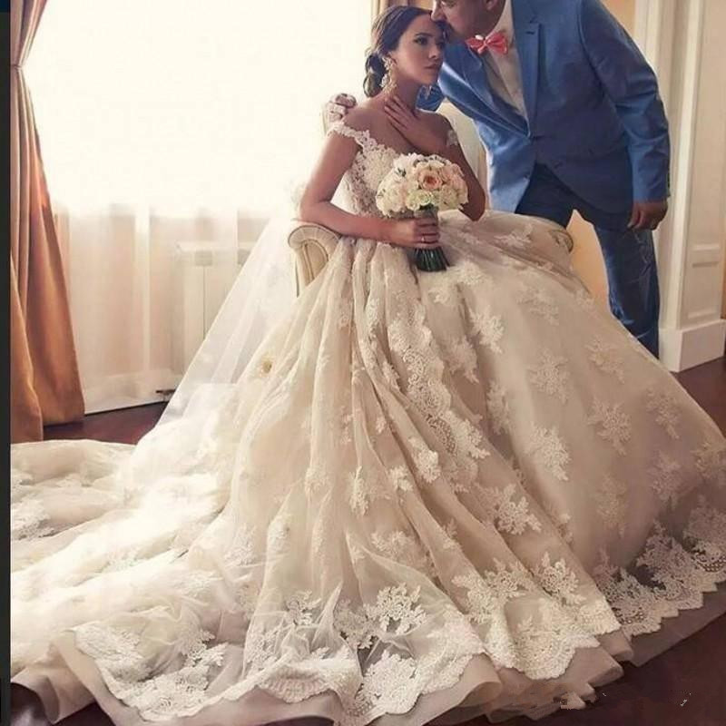 2019 Gorgeous Lace wedding dress Jewel Sheer Neck Capped Appliques Vintage Sweep Train African plus size bridal wedding gown