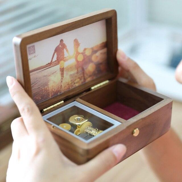 Sinzyo Handmade ไม้กรอบรูป My heart will go Walnut Music box ของขวัญวันเกิดสำหรับคริสต์มาส/วาเลนไทน์วันของขวัญกล่อง