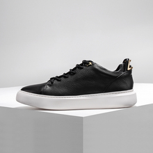 Dreamboxes 2017 autumn and winter simple trend of Europe and America leather low board shoes high