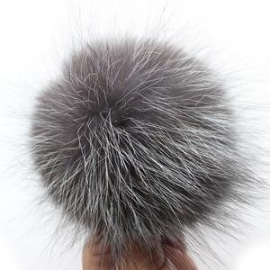 Image 3 - 10 adet/grup DIY 15 cm Yumuşak Ve Kabarık Gümüş tilki Kürk Pom anahtarlıklar Için örme eşarp Bere Şapkalar Orijinal fox kürk Ponpon