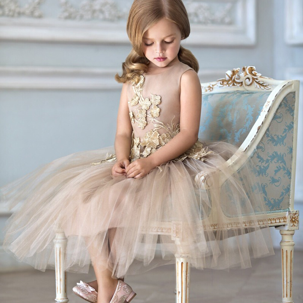Gorgeous Lace Appliques A-line Zipper Back Pageant Girl Dress Sleeveless Beige Tulle Knee Length Flower Girl Dress 0-12 Year Old gorgeous lace beading sequins sleeveless flower girl dress champagne lace up keyhole back kids tulle pageant ball gowns for prom
